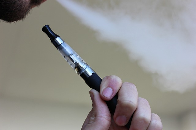 Nu ook strenge regels voor elektronische sigaret zonder nicotine
