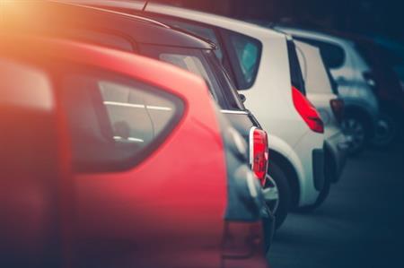 Tijdelijke parkeerplaatsen bij luchthaven Maastricht Aachen Airport mogen voorlopig in gebruik blijven